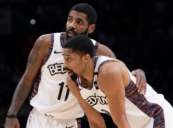 Kyrie Irving y Spencer Dinwiddie (Getty Images)