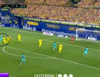 Griezmann recibió una pisada de taco de Messi y la picó para un golazo épico