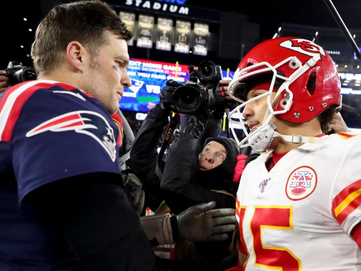 Tom Brady con Patrick Mahomes (Getty)