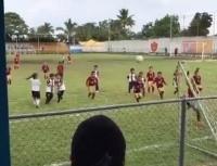 Video viral: un pequeño niño atajó a todos con una atajada diabólica