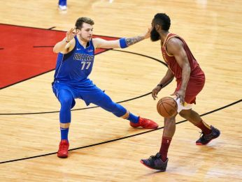 Luka Doncic y James Harden (Getty Images)