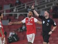 En la Premier League, expulsarán al que tosa de forma intencional a un rival