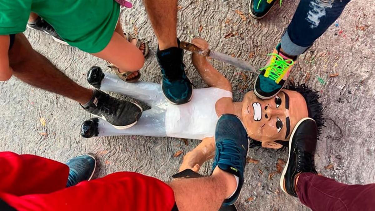 México mágico: Ratero de la combi ya tiene su propia piñata   Bolavip