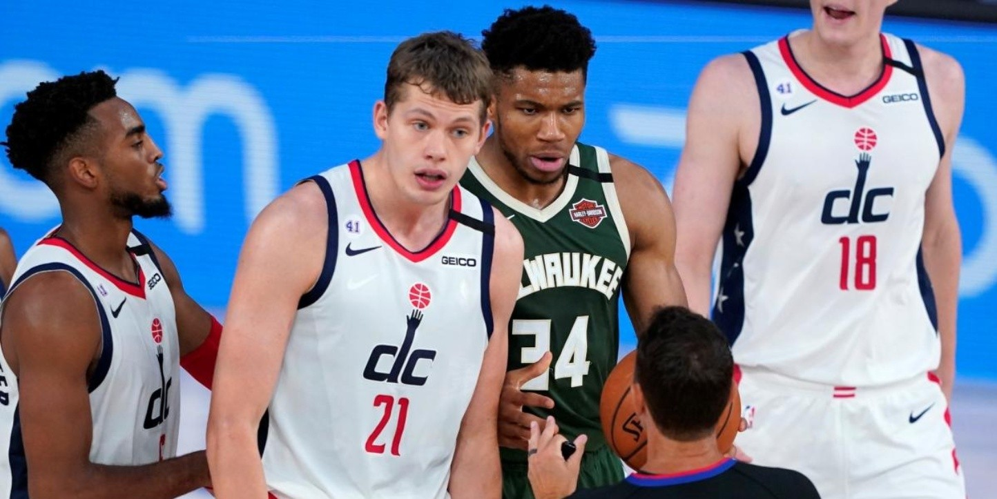 Giannis protagoniza escandaloso incidente en NBA