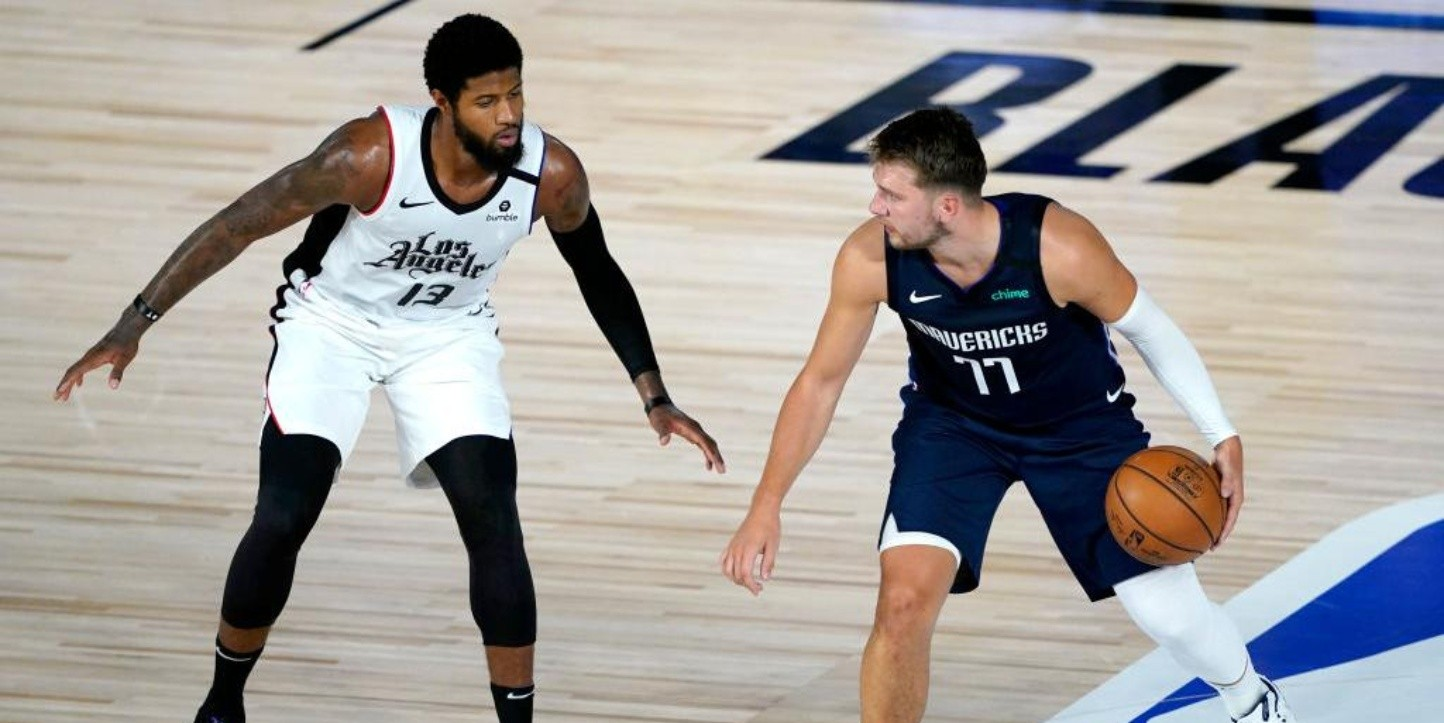 Paul George y Luka Doncic (Getty Images)