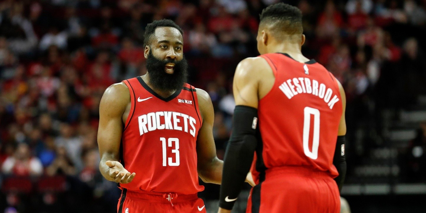 James Harden con Russell Westbrook (Getty)