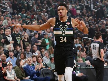 Giannis Antetokounmpo frente a Los Angeles Clippers (Getty)