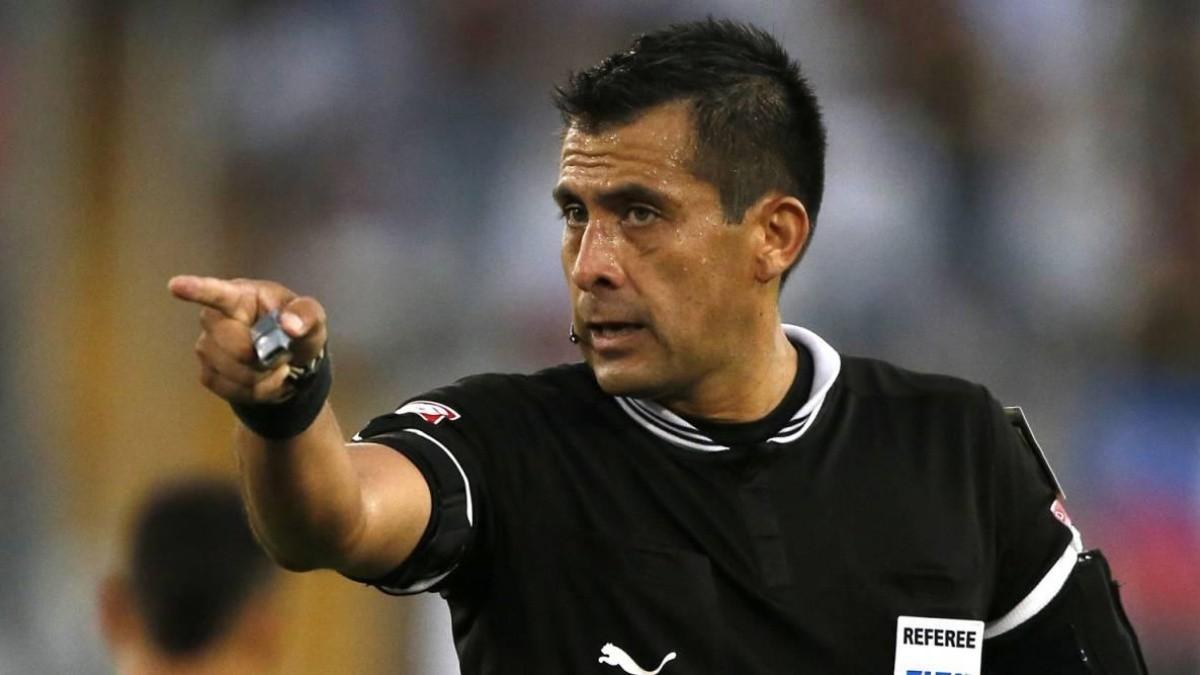 Julio Bascuñán se hizo tendencia por su polémico artbitraje contra Perú |  Bolavip