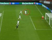 Alario le pegó sin ángulo y clavó un golazo para el Leverkusen