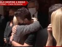 Video: Gallardo llegó a Casa Rosada y le dio un abrazo a Claudia