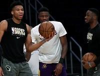 Antetokounmpo firma por Los Angeles Lakers, pero...