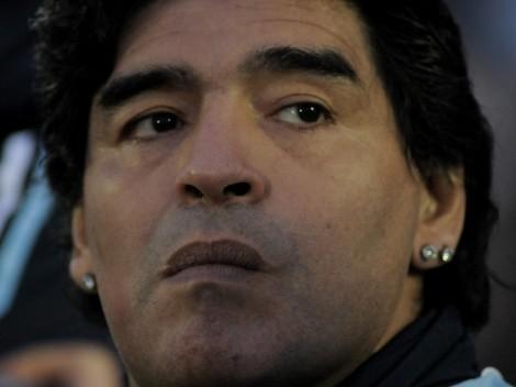 Funcionário é demitido após tirar foto com corpo de Maradona