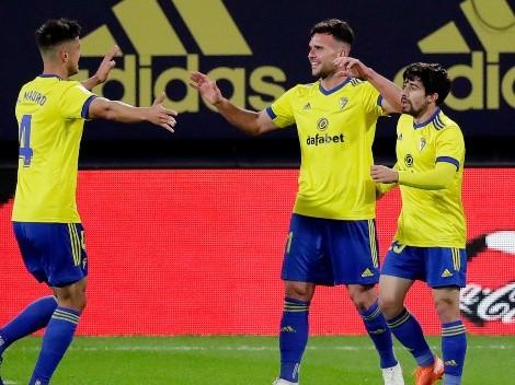 Mingueza cabeceó a quemarropa contra su propio arco y Ter Stegen no pudo evitar el gol del Cádiz