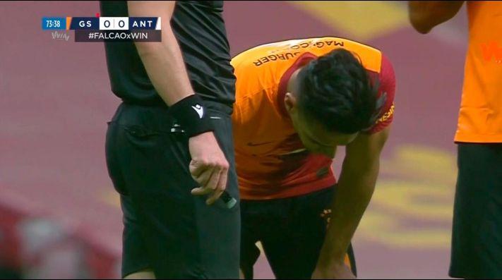 Radamel Falcao se resintió de su lesión en el primer partido de Galatasaray en 2021.