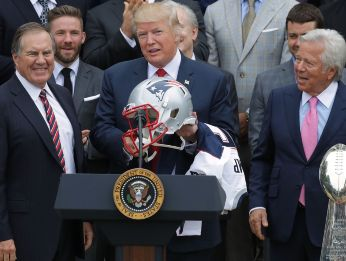 Bill Belichick, Donald Trump y Robert Kraft en la Casa Blanca