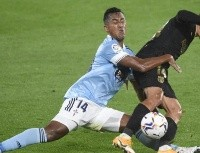 """""""Hay que renovar"""": Renato Tapia jugó en el Celta y volvió a recibir elogios en España"""