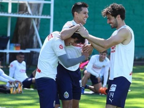 Con abrazos y sin peleas: Chivas desmintió problemas de vestidor