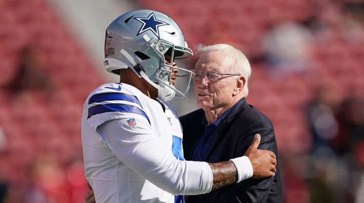 Dak Prescott y Jerry Jones