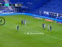 A lo Messi: Cardona pateó el tiro libre por abajo y le dio el primero a Boca contra Vélez