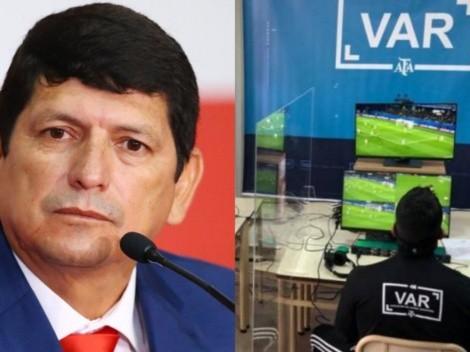 Otra de Lozano: informe revela que FPF usará el VAR cuando se le ocurra