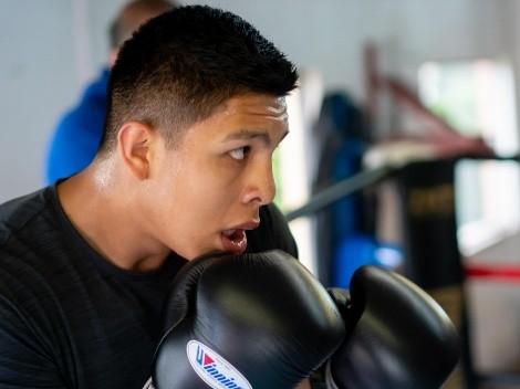 Jaime Munguía hace lujo de su físico a 20 días de su pelea