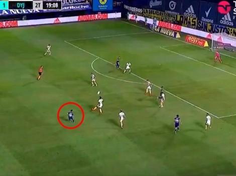 Tevez le puso la pelota en la cabeza a Zárate, quien de rebote puso el 2 a 1 de Boca