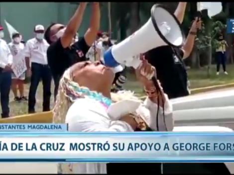 """""""Que los niños vengan a mí"""": Lucía de la Cruz apoyó a George Forsyth afuera de su casa"""