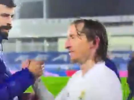 Video: Piqué bajó a saludar a los jugadores del Madrid y Modric lo hizo enojar con una frase