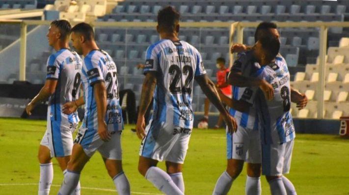 Atlético Tucumán se acercó a la zona de clasificación.
