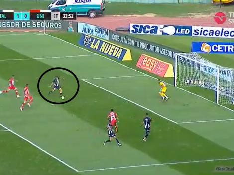 Video: Auzqui pudo meter el 2-0 de Talleres pero le erró a la pelota y quedó en ridículo