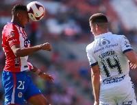 VIDEO: jugador de Atlético San Luis, a los golpes con aficionados de su equipo