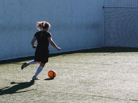 Futbol femenil: Cinco técnicas para dominar el balón y brillar en tu primer partido
