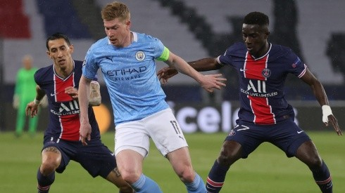 Kevin de Bruyne of Manchester City (center) is challenged by Angel di Maria (left) and Idrissa Gueye (right) of Paris Saint-Germain. (Getty)