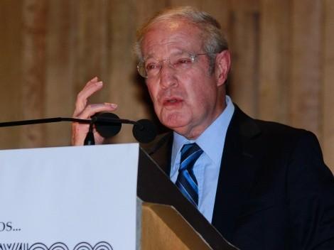 Hasta José Ramón Fernández enloqueció por el mal arbitraje contra América