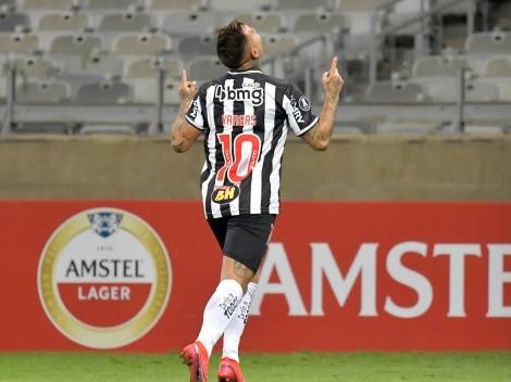 Video: Eduardo Vargas anota un golazo en goleada del Atlético Mineiro