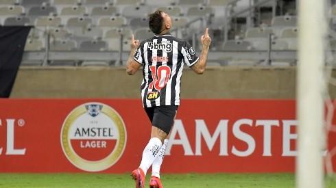 Video: Eduardo Vargas anota un golazo en goleada del Atlético Mineiro.