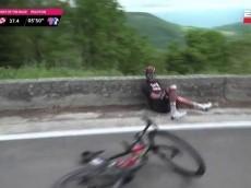 Video: peligrosa caída de Fernando Gaviria en la etapa 8 del Giro de Italia