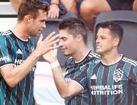 Chicharito dejó a un lado su gol por resaltar a otros compañeros