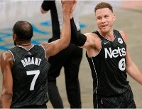 Vídeo: ¡Apaguen todo! Griffin, Irving y Durant protagonizaron la jugada del año