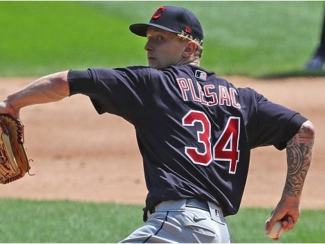 Increíble: Lanzador de los Cleveland Indians se fracturó un dedo mientras se cambiaba de ropa