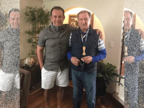 Juan Reynoso compartió medalla de campeón con su maestro en México