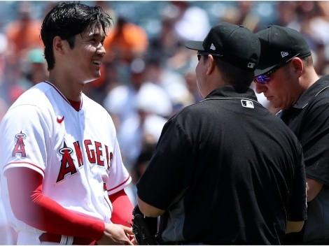 La reacción de Shohei Ohtani tras revisión de su gorra y guante por parte del árbitro