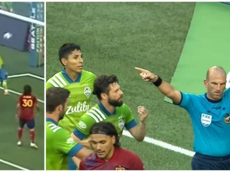 ¡Ahora sí lo atraparon! Raúl Ruidíaz marcó un gol con la mano, pero lo descubrieron