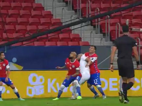 Más problemas para Medel: hizo un penal infantil y Almirón puso el 2-0 de Paraguay