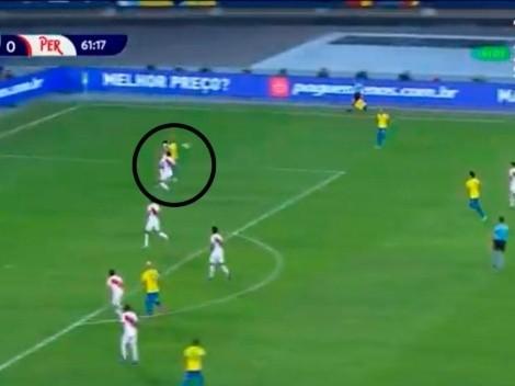 Todos juegan, pero él se divierte: el pase de Neymar con la espalda
