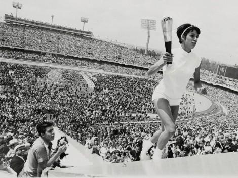Dos mujeres han encendido el pebetero olímpico; la primera fue una mexicana