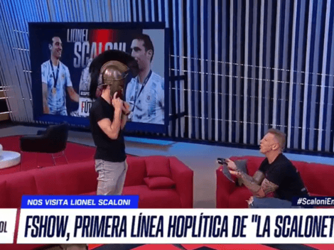 "Momento histórico: Fantino peló un casco, se lo puso a Scaloni y gritó ""¡Leónidas!"""