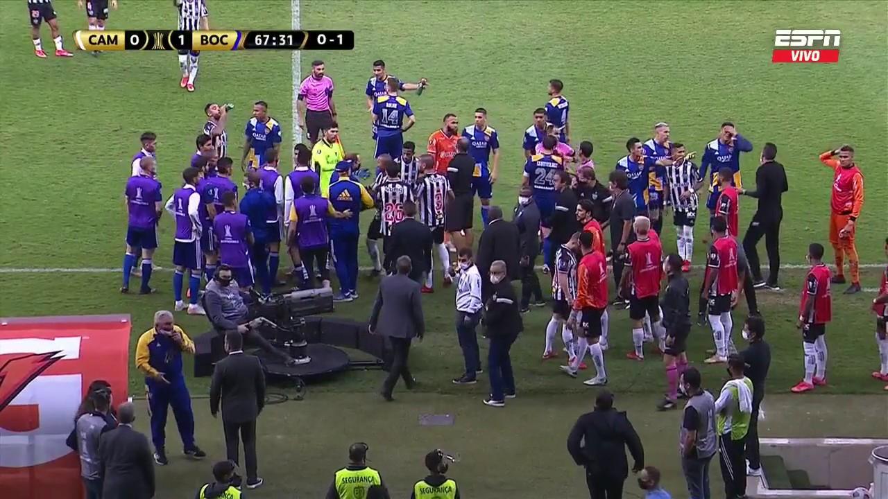 Ostojich fue a chequear el VAR y se armó tumulto entre Boca y Mineiro