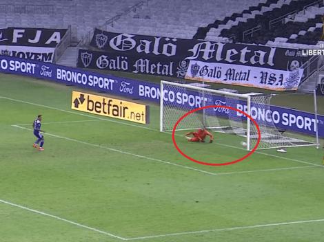 Video: Villa cobra muy mal, falla un penalti que aceleró la eliminación de Boca