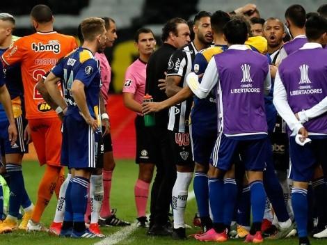 Caliente final entre Boca y Mineiro: altercados entre jugadores y la policía en los camerinos